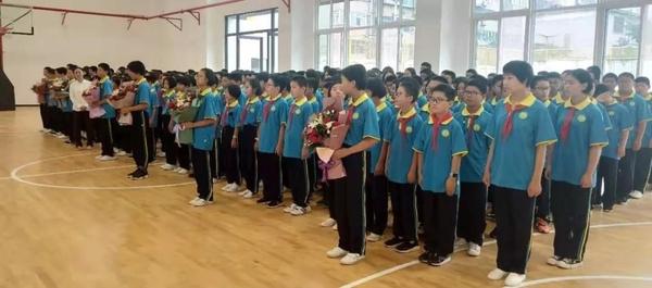 歡慶新中國七十華誕,弘揚新時代尊師風尚